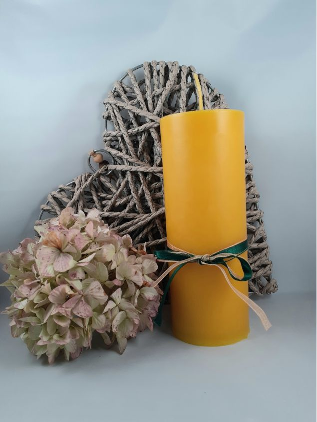Large Hand-poured Beeswax Candle 18cm in Height